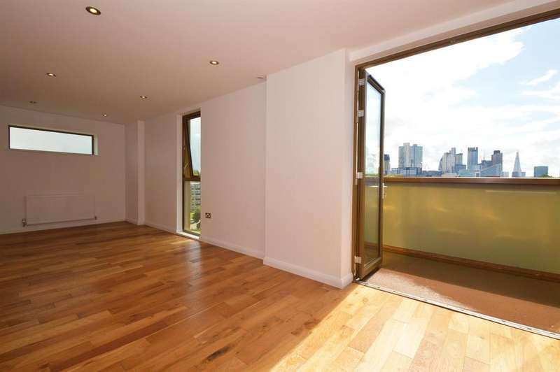 2 Bedrooms Penthouse Flat for sale in Crondall Street, Shoreditch,N1