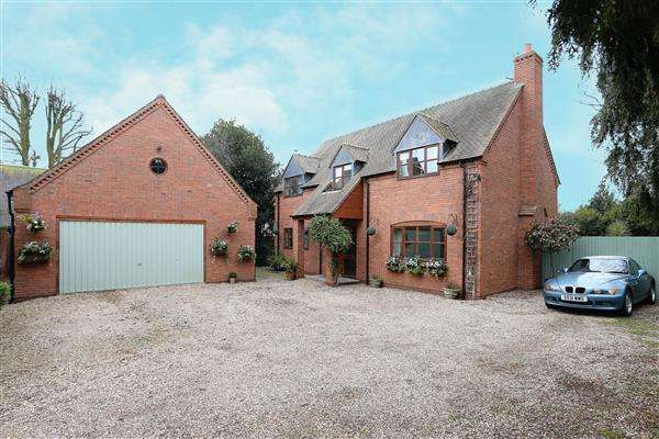 4 Bedrooms Detached House for sale in Pickwell House, 216a Coventry Road, Coleshill