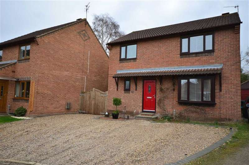 4 Bedrooms Property for sale in Chapel Walk, Riccall, York, YO19