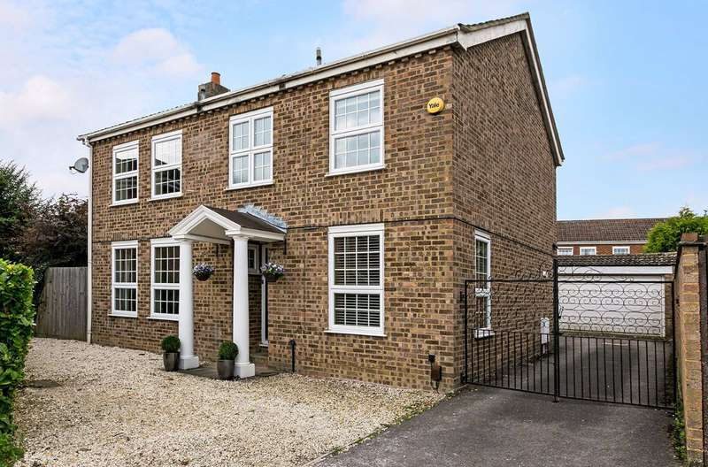 4 Bedrooms Detached House for sale in Hemsdale, Nr Pinkneys Green, Maidenhead, Berks