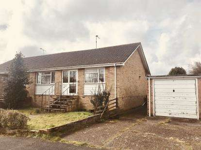 2 Bedrooms Bungalow for sale in Cowplain, Hampshire