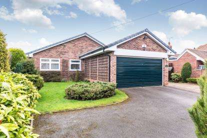 3 Bedrooms Bungalow for sale in South Hill, Rolleston-On-Dove, Burton-On-Trent, Staffordshire