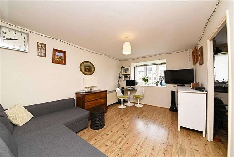 1 Bedroom Flat for sale in Blackdown Close, East Finchley, London, N2