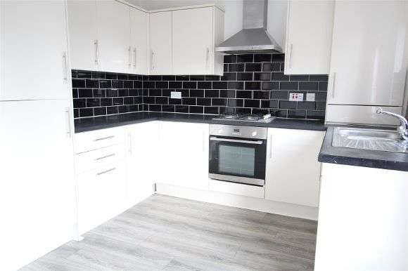 3 Bedrooms Property for sale in Wychwood Close, Liverpool