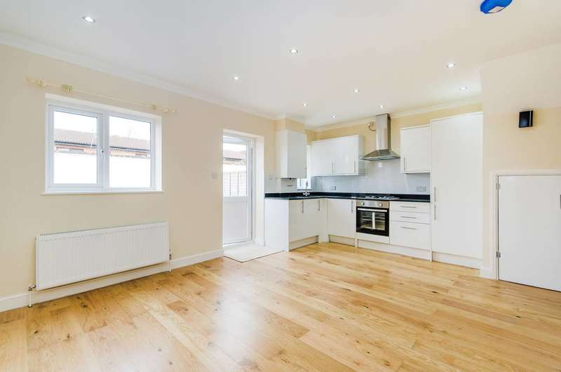 3 Bedrooms House for sale in The Bungalows, South Ruislip, HA2