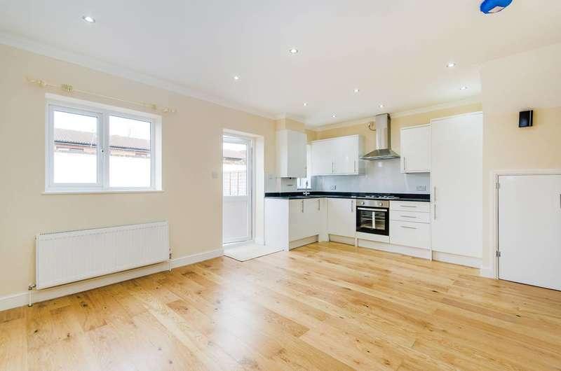 3 Bedrooms House for sale in Eastcote Lane, South Ruislip, HA2