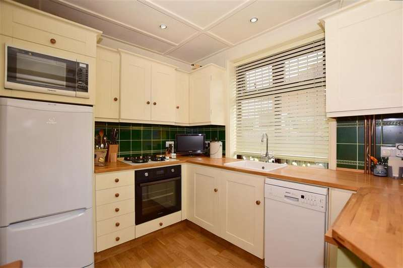 2 Bedrooms Bungalow for sale in Florence Avenue, Whitstable, Kent