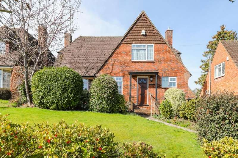4 Bedrooms Detached House for sale in Farlington Avenue, Haywards Heath, RH16