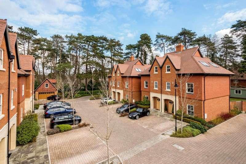 4 Bedrooms Semi Detached House for sale in Queensbury Gardens, Ascot