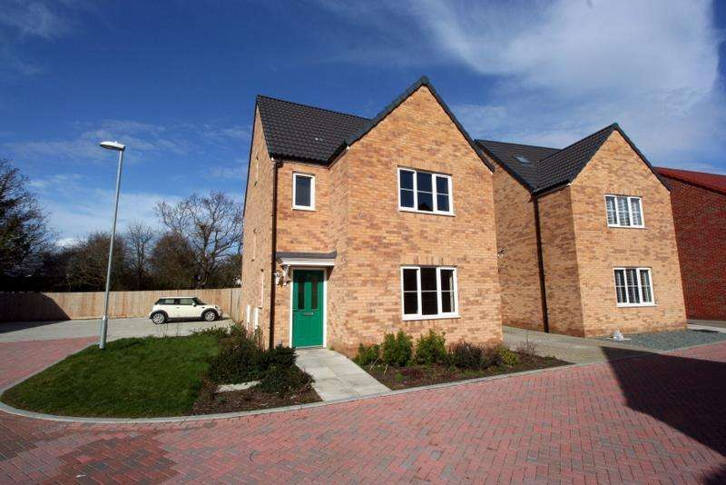 4 Bedrooms Detached House for sale in Ken Gatward Close, Frinton-On-Sea