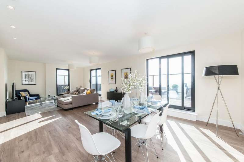 2 Bedrooms Flat for sale in Tunstall Court, Northcote Avenue, Ealing