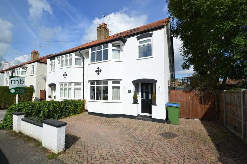 4 Bedrooms Semi Detached House for sale in Endsleigh Gardens, HERSHAM VILLAGE KT12