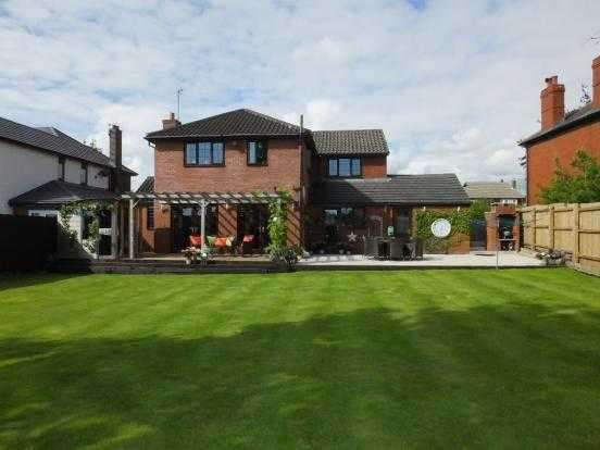4 Bedrooms Detached House for sale in Fox Lane, Leyland