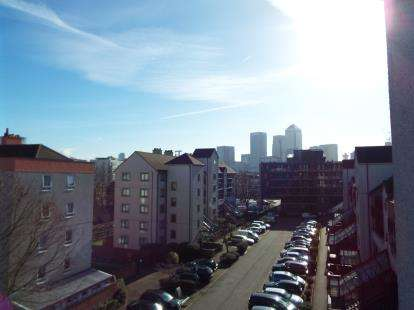 1 Bedroom Flat for sale in Bow, London