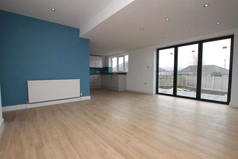 3 Bedrooms Bungalow for sale in Ambleside Drive Darwen BB3 3BG