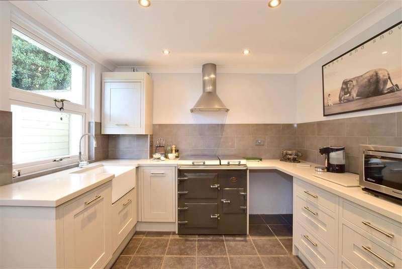 2 Bedrooms Ground Flat for sale in Station Road, , Wadhurst, East Sussex