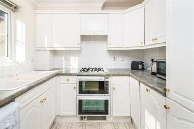2 Bedrooms Flat for rent in Town Centre, RG21