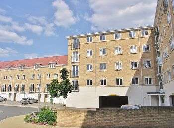 2 Bedrooms Flat for sale in The Dell, Southampton, Hants, SO15 2PF