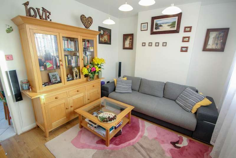 2 Bedrooms Semi Detached House for sale in Austin Square, Derby