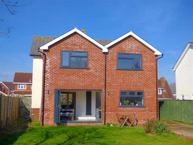 5 Bedrooms Detached House for sale in Headswell Avenue, Redhill, Bournemouth, Dosret