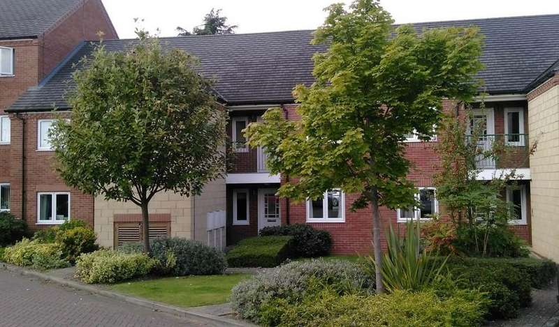2 Bedrooms Ground Flat for sale in Field Farm Close, Loughborough