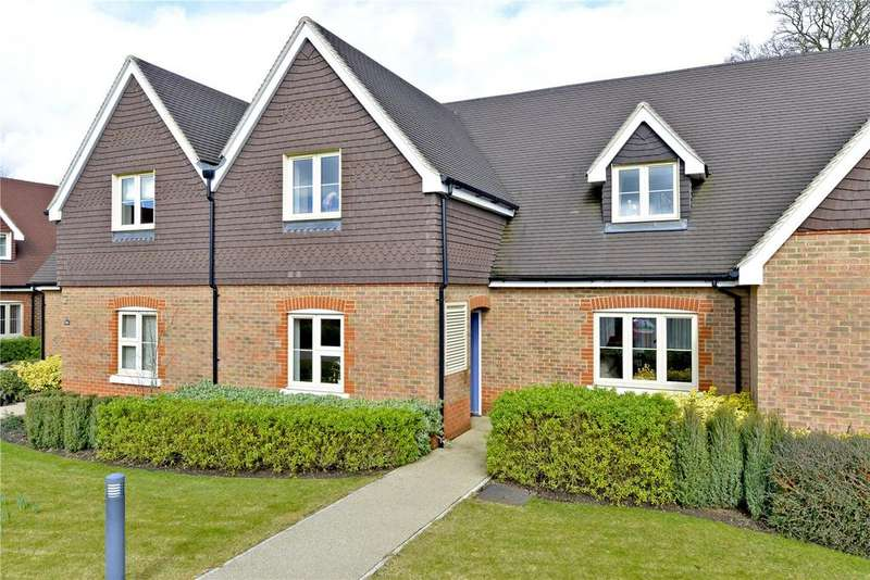 3 Bedrooms Retirement Property for sale in 14 Birch Court, Durrants Village, Faygate Lane, Faygate, West Sussex, RH12