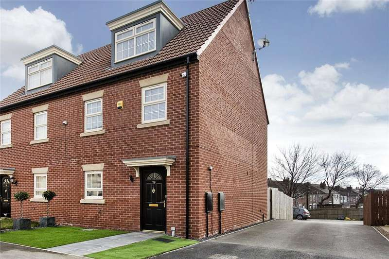 3 Bedrooms Semi Detached House for sale in Turnberry Avenue, Ackworth, West Yorkshire, WF7