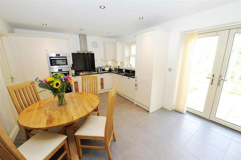 4 Bedrooms Detached House for sale in Green Howards Drive, Richmond