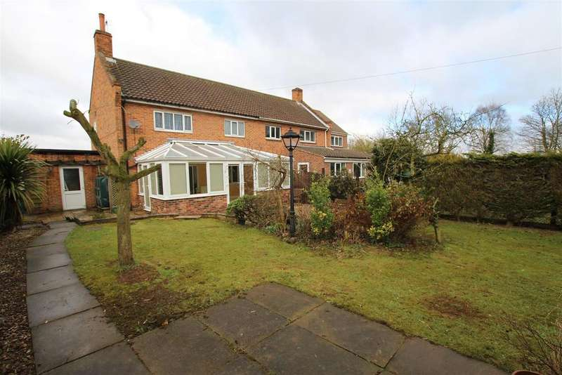 3 Bedrooms House for sale in 4 Holmes Crescent, Welburn, York, YO60 7EJ