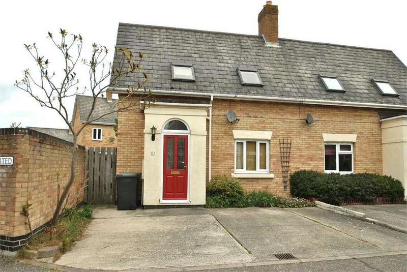 2 Bedrooms Semi Detached House for sale in Punders Field, Braintree, Essex