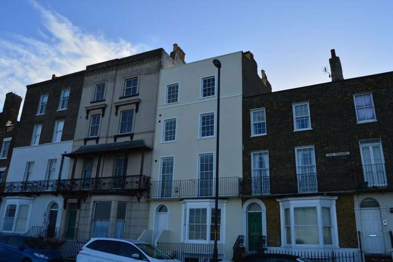 2 Bedrooms Flat for sale in Fort Crescent, Margate, CT9