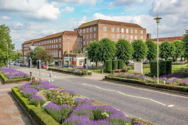 2 Bedrooms Flat for rent in Bridge Road, Welwyn Garden City, Hertfordshire