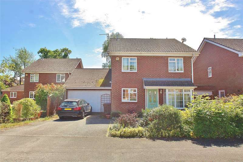 3 Bedrooms Detached House for sale in Oakwood Gardens, Knaphill, Woking, Surrey, GU21