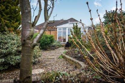 2 Bedrooms Bungalow for sale in Norwich, Norfolk, .