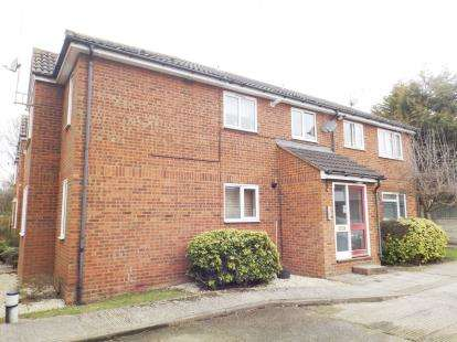 1 Bedroom Flat for sale in Haslemere Road, Wickford, Essex