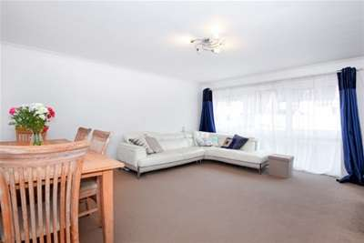 3 Bedrooms Flat for rent in Blacketts Wood Drive, Chorleywood, WD3