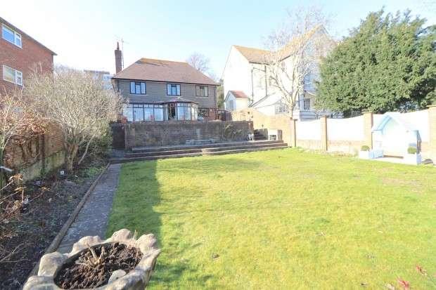 3 Bedrooms Detached House for sale in Arundel Road, Eastbourne, BN21