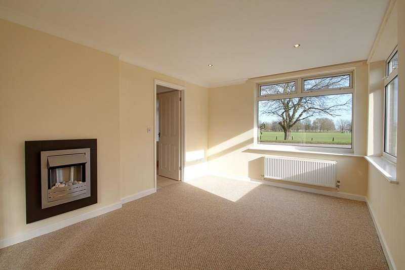 2 Bedrooms Bungalow for sale in Thorney Road, Crowland, Peterborough