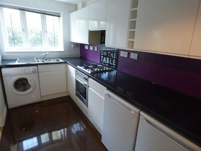 2 Bedrooms Terraced House for sale in Kensington Drive, Congleton