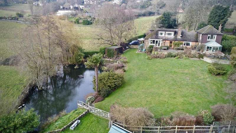 4 Bedrooms Detached House for sale in Toys Hill, Westerham