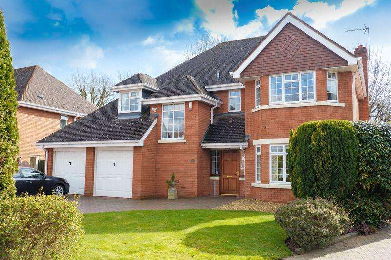 4 Bedrooms Detached House for sale in Chatsworth Gardens, Tettenhall, Wolverhampton