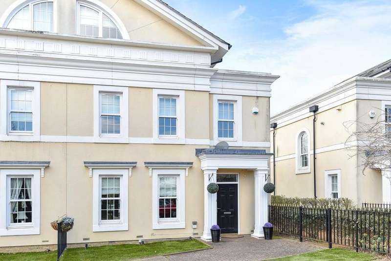 4 Bedrooms Semi Detached House for sale in Bucknall Way, Beckenham