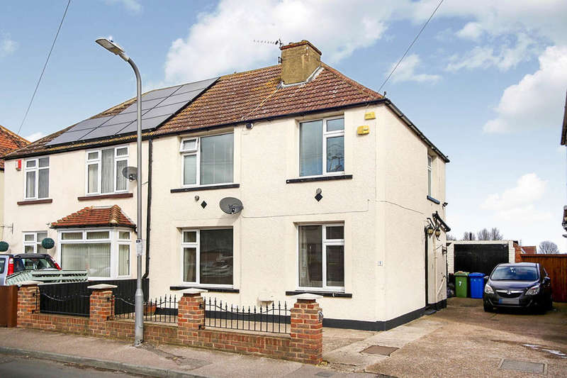 3 Bedrooms Semi Detached House for sale in Edward Road, Queenborough, ME11