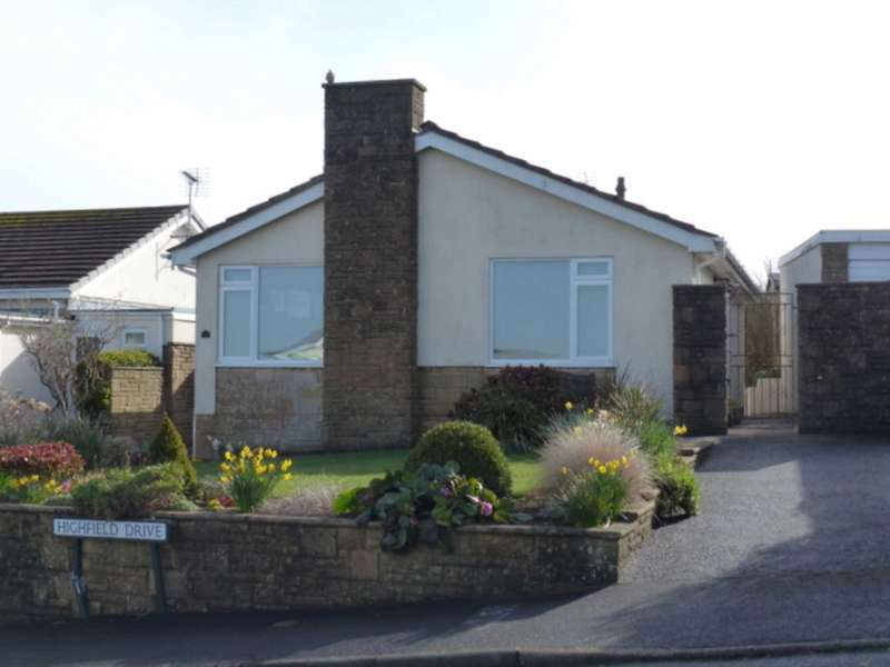 2 Bedrooms Bungalow for sale in Highfield Drive