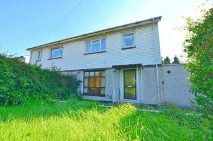 3 Bedrooms Semi Detached House for sale in Churchill Avenue, Aylesbury, Bucks, England
