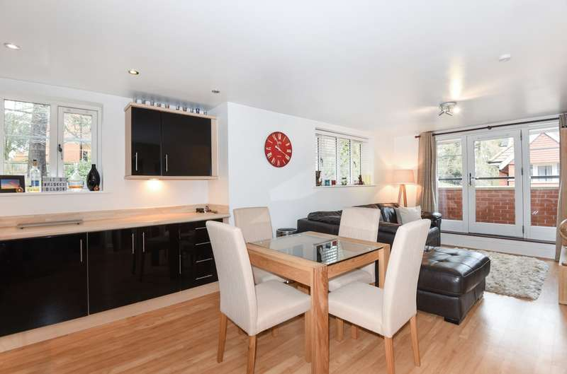 2 Bedrooms Apartment Flat for sale in Woking