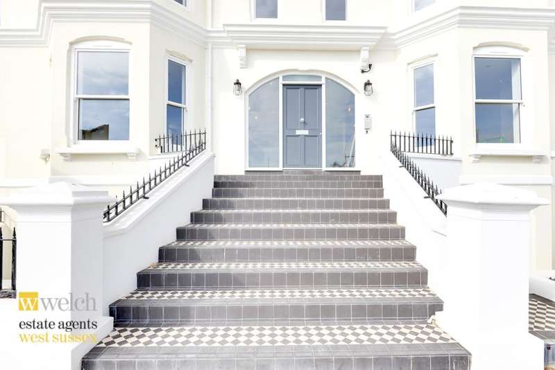 2 Bedrooms Flat for sale in Cavendish House, Marine Parade, Worthing, BN11 3QG