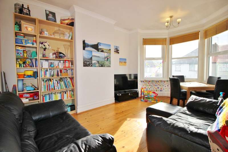 3 Bedrooms Flat for sale in Audley Road, London, London, NW4