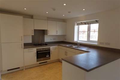 3 Bedrooms House for rent in Horley