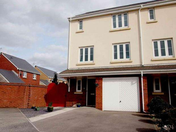 3 Bedrooms Town House for sale in Village Drive, Swansea, SA4